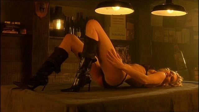 rebecca-romijn-snapshot-dal-film-femme-fatale-20_mid