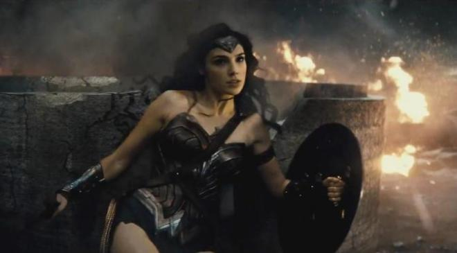 008679800_1438153573-wonder-woman-la-et-hc-batman-v-superman-dawn-of-justice-trailer-comic-con-20150711